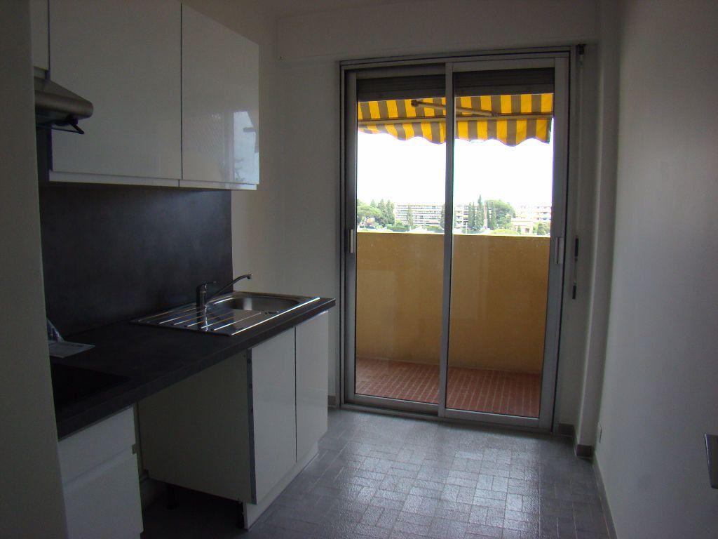 Appartement à louer 1 28.86m2 à Cagnes-sur-Mer vignette-4