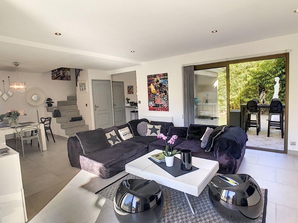 Maison à vendre 4 111.5m2 à Villeneuve-Loubet vignette-2