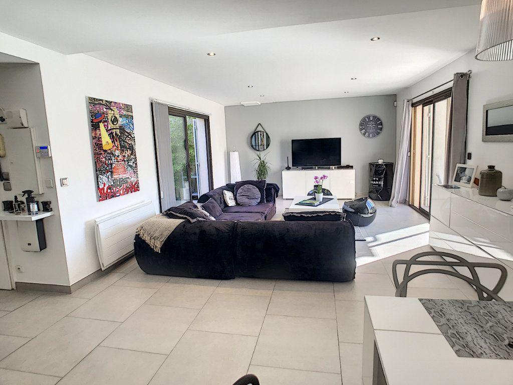 Maison à vendre 4 111.5m2 à Villeneuve-Loubet vignette-3