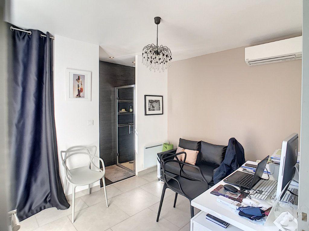 Maison à vendre 4 111.5m2 à Villeneuve-Loubet vignette-6