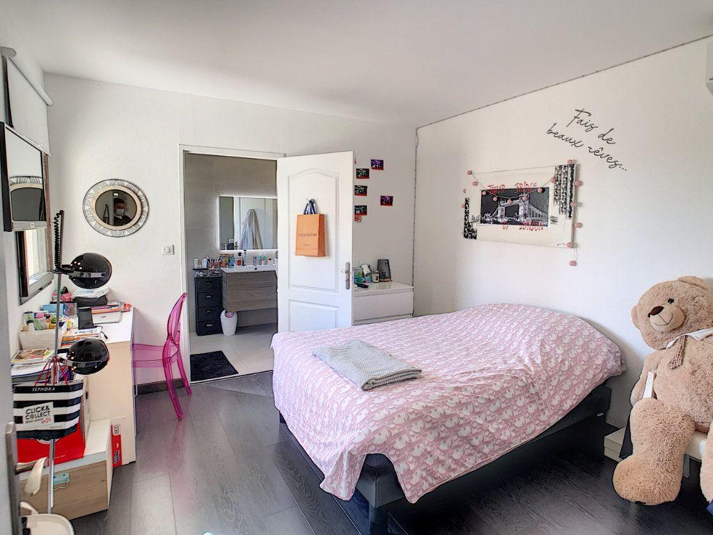 Maison à vendre 4 111.5m2 à Villeneuve-Loubet vignette-8