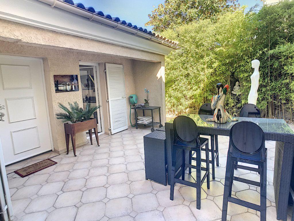 Maison à vendre 4 111.5m2 à Villeneuve-Loubet vignette-10