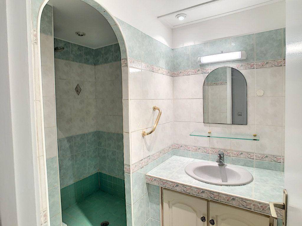 Appartement à louer 4 112.5m2 à Cagnes-sur-Mer vignette-7