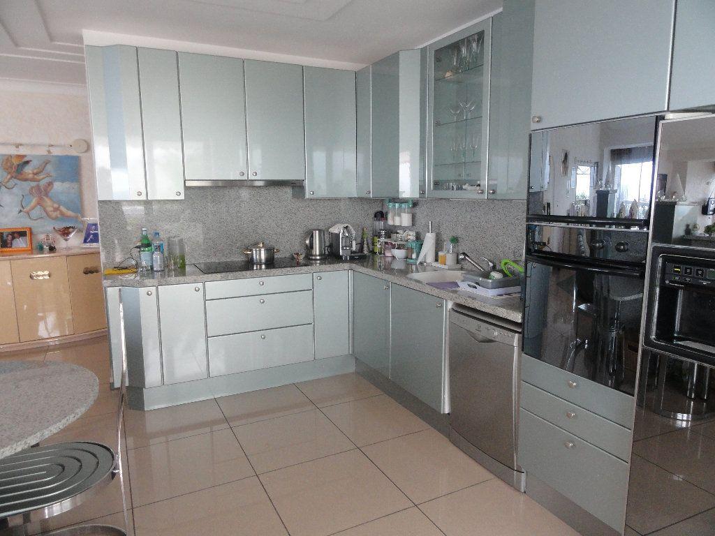Appartement à vendre 4 145m2 à Villeneuve-Loubet vignette-4