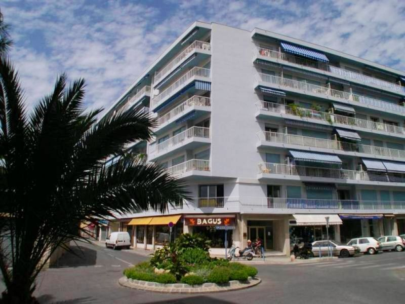 Appartement à louer 2 46.7m2 à Cagnes-sur-Mer vignette-1