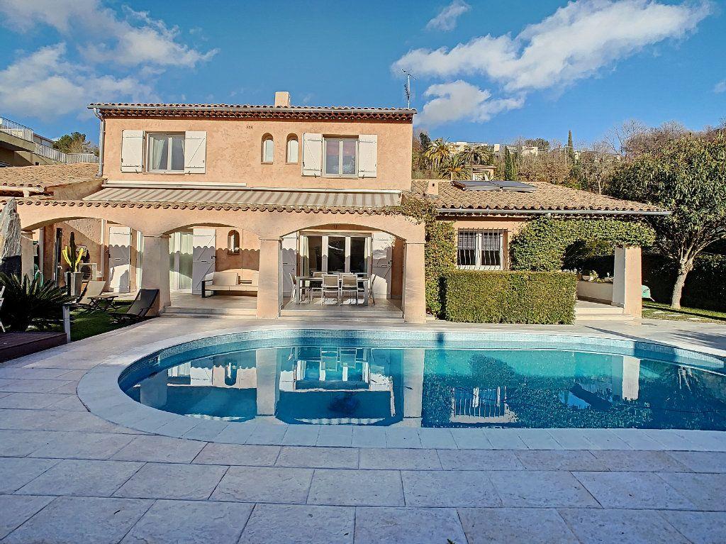 Maison à vendre 6 165.65m2 à Villeneuve-Loubet vignette-1