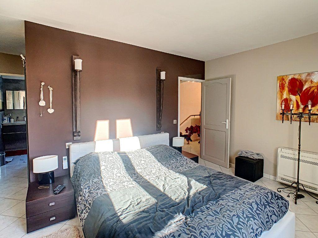 Maison à vendre 6 165.65m2 à Villeneuve-Loubet vignette-10
