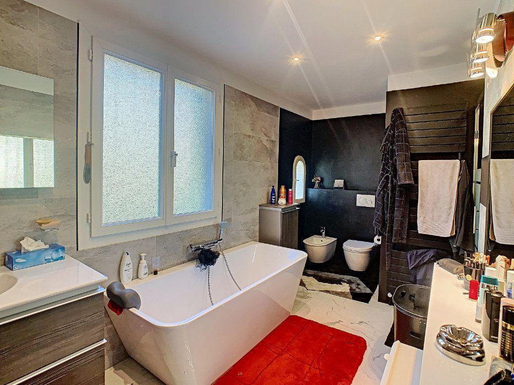 Maison à vendre 6 165.65m2 à Villeneuve-Loubet vignette-11