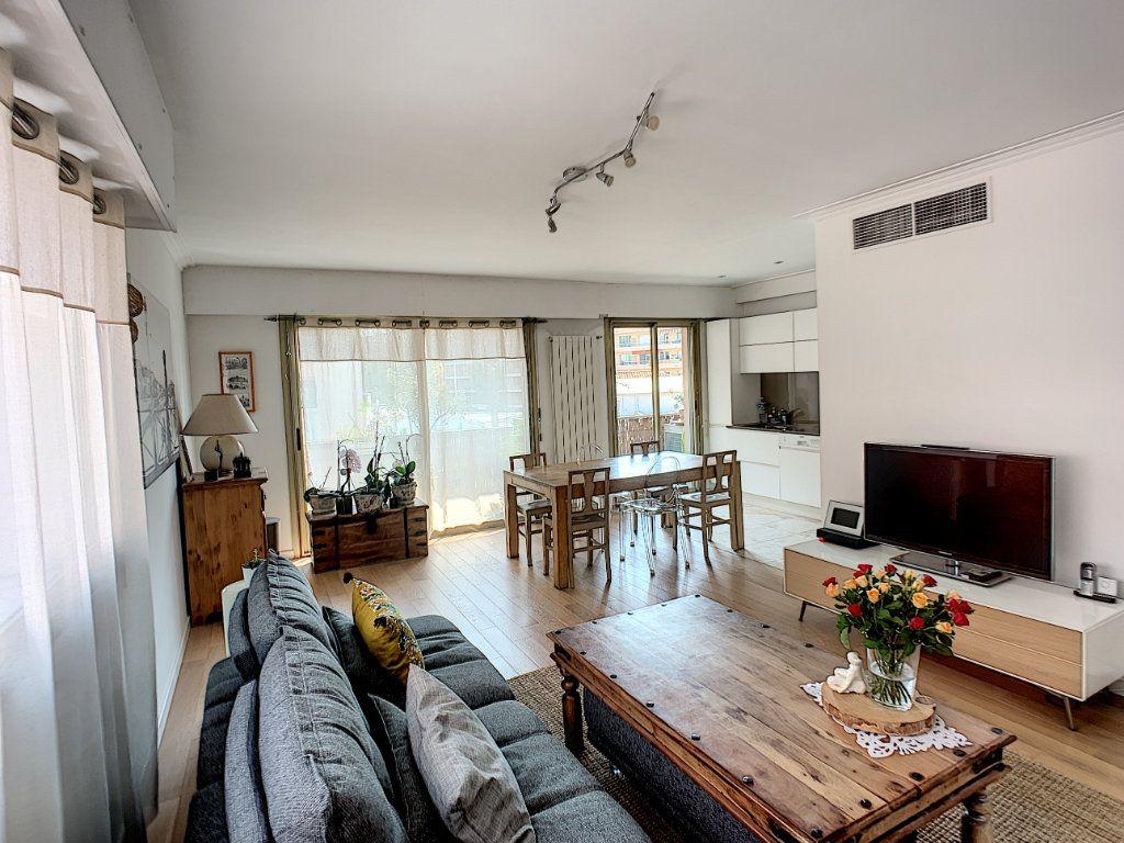 Appartement à vendre 4 90m2 à Cagnes-sur-Mer vignette-4