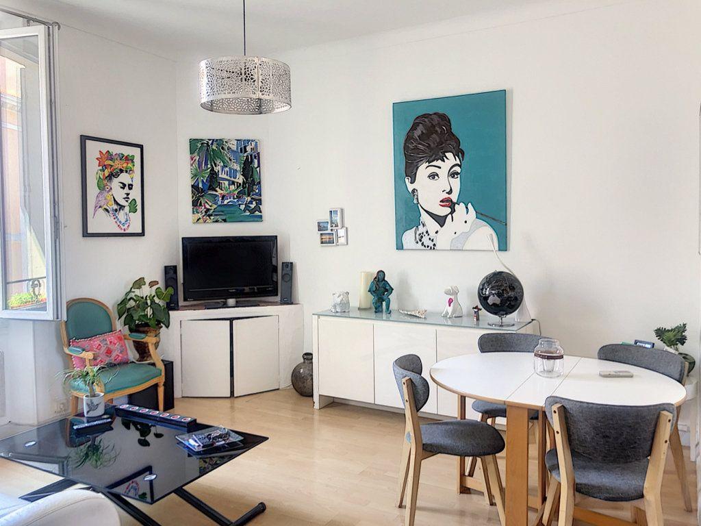 Appartement à vendre 3 65m2 à Cannes vignette-1