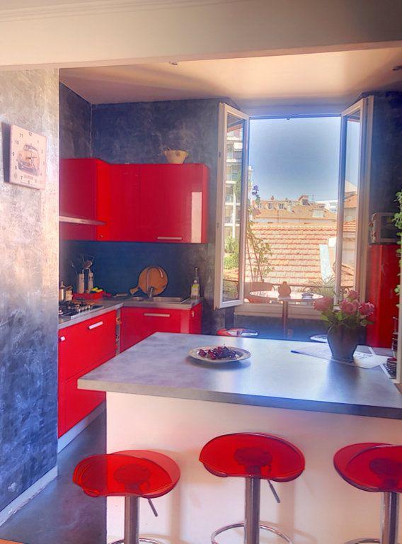 Appartement à vendre 3 65m2 à Cannes vignette-3