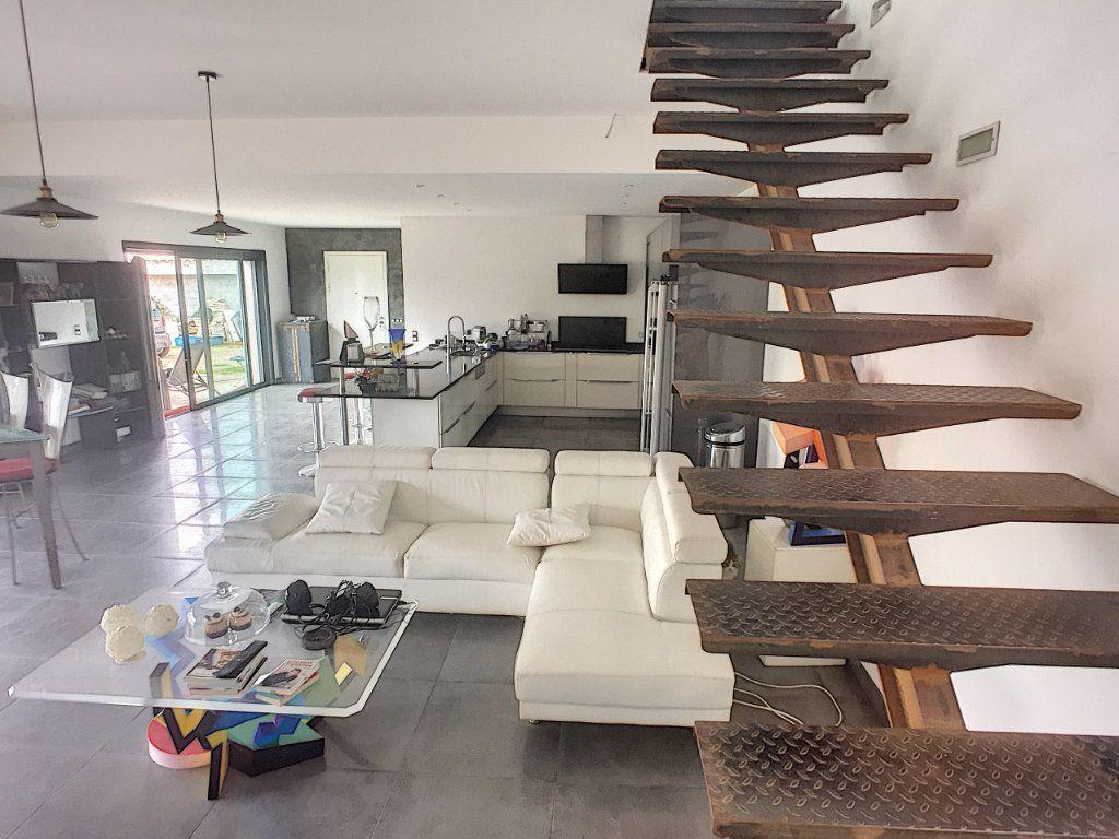 Maison à vendre 5 220m2 à Tourrettes-sur-Loup vignette-1