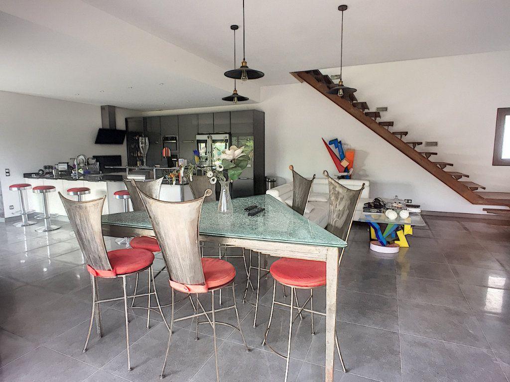 Maison à vendre 5 220m2 à Tourrettes-sur-Loup vignette-2