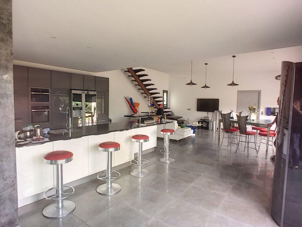 Maison à vendre 5 220m2 à Tourrettes-sur-Loup vignette-3