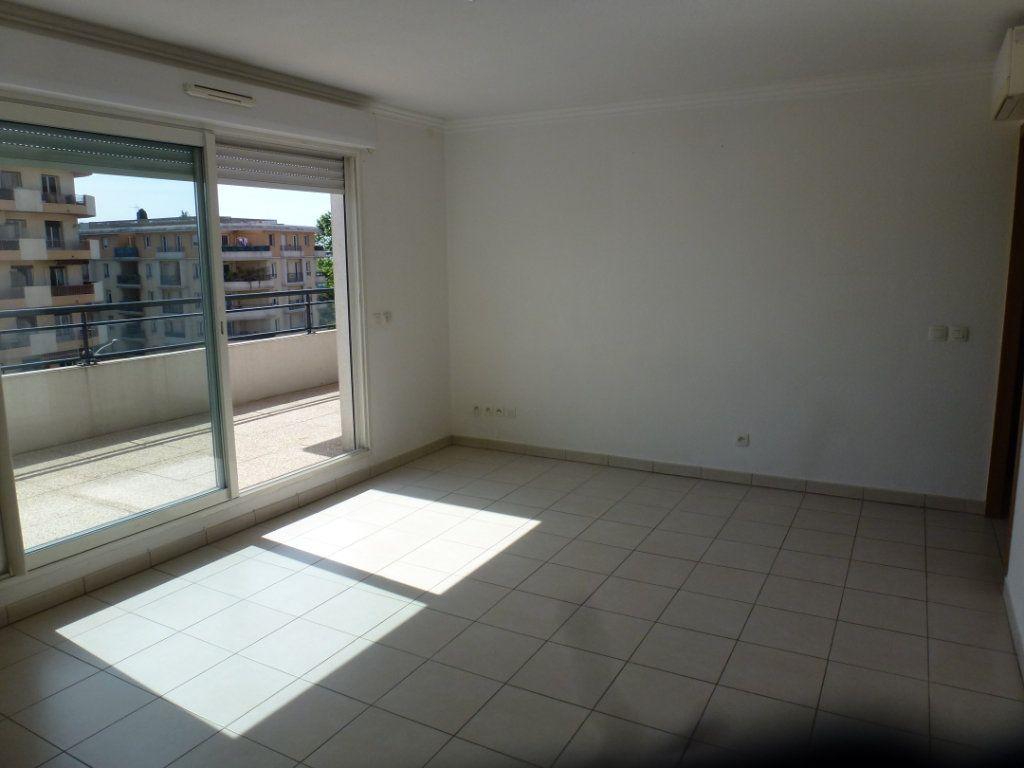 Appartement à vendre 3 54.3m2 à Cagnes-sur-Mer vignette-3