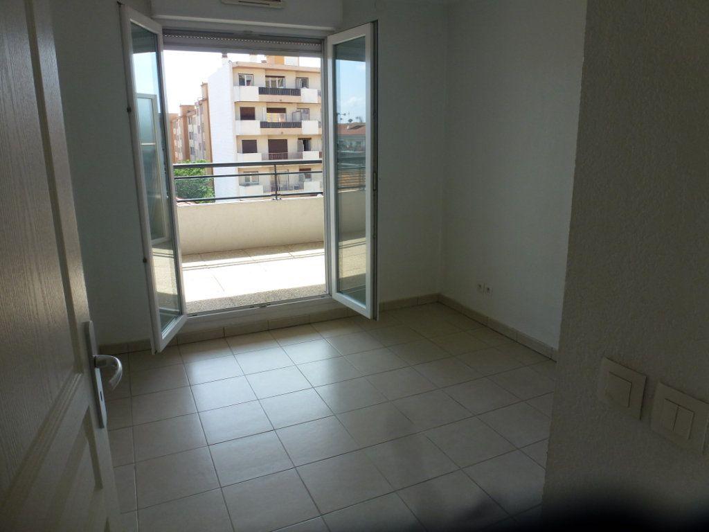 Appartement à vendre 3 54.3m2 à Cagnes-sur-Mer vignette-6