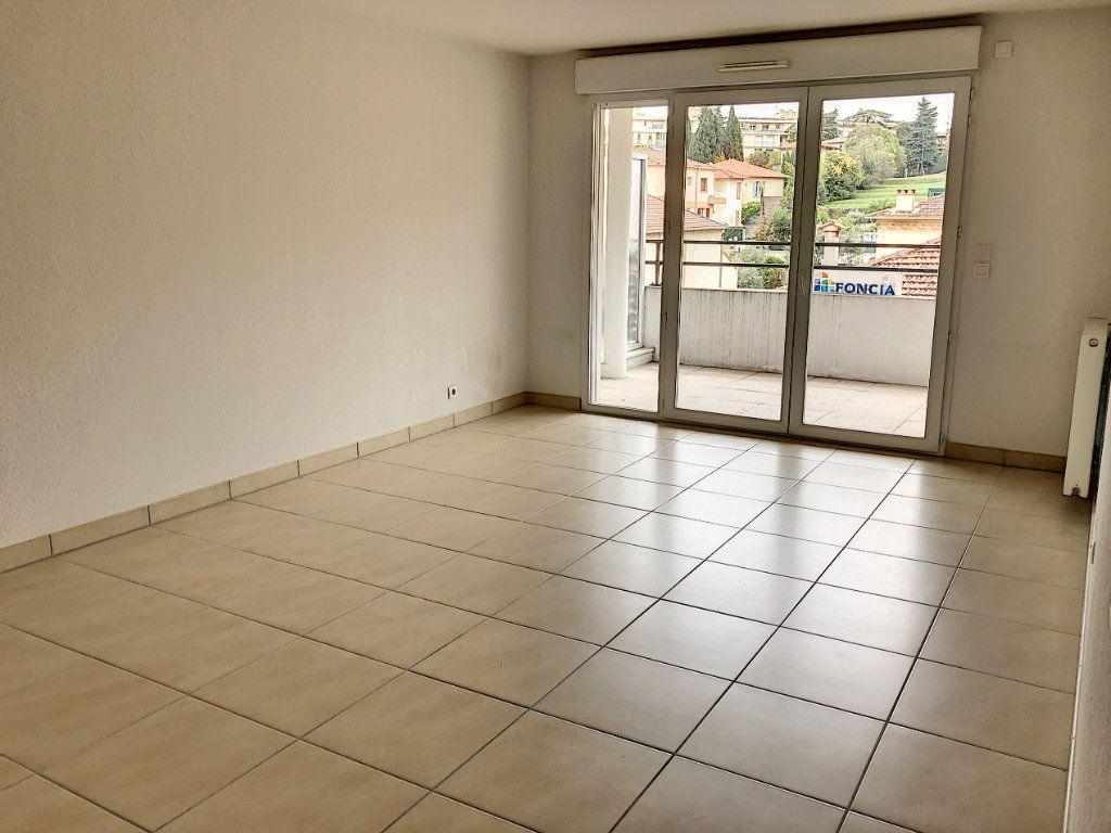 Appartement à louer 3 60.7m2 à Cagnes-sur-Mer vignette-1