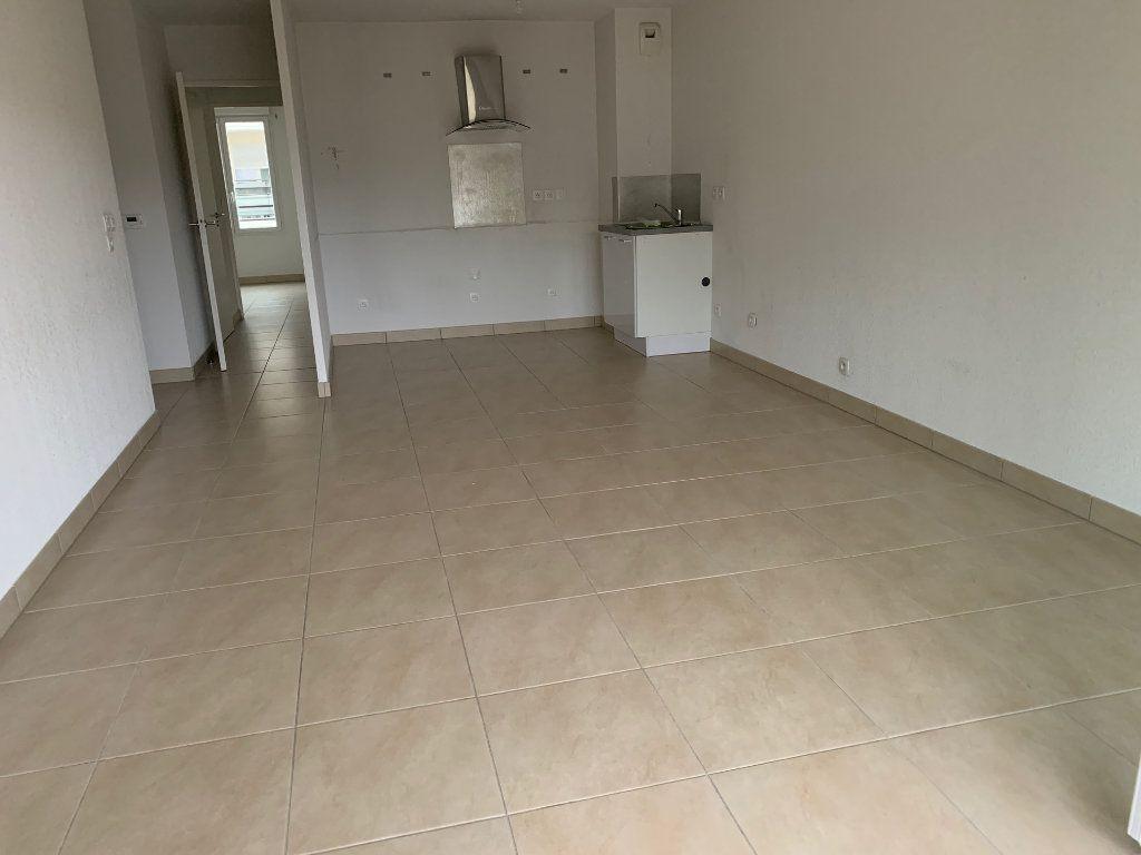 Appartement à louer 3 60.7m2 à Cagnes-sur-Mer vignette-3
