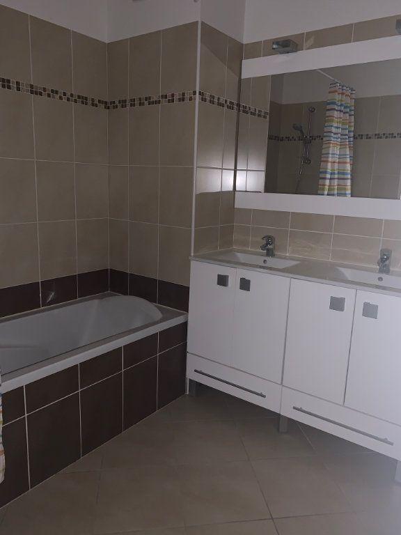 Appartement à louer 3 60.7m2 à Cagnes-sur-Mer vignette-4