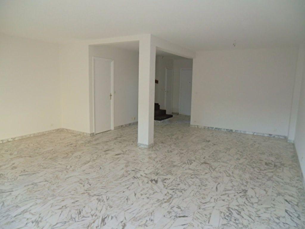 Maison à louer 3 106m2 à Cagnes-sur-Mer vignette-2