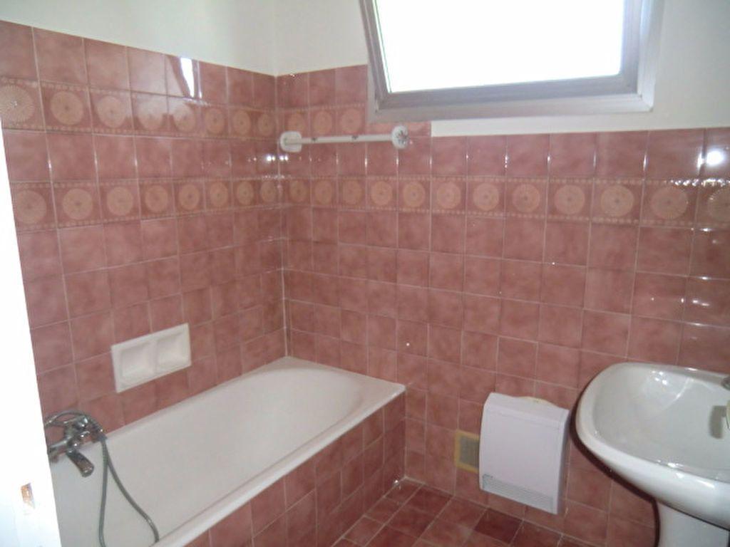 Maison à louer 3 106m2 à Cagnes-sur-Mer vignette-8