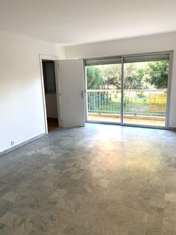 Appartement à louer 1 28.5m2 à Cagnes-sur-Mer vignette-1