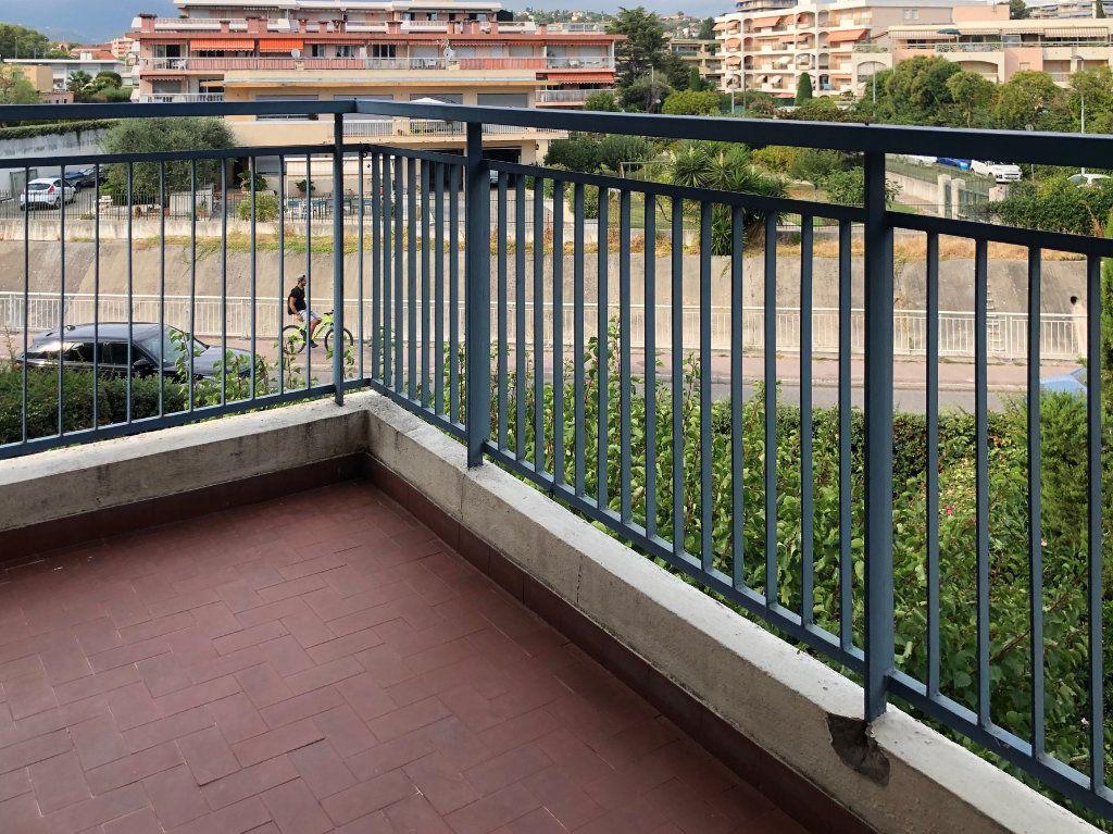 Appartement à louer 1 29m2 à Cagnes-sur-Mer vignette-6