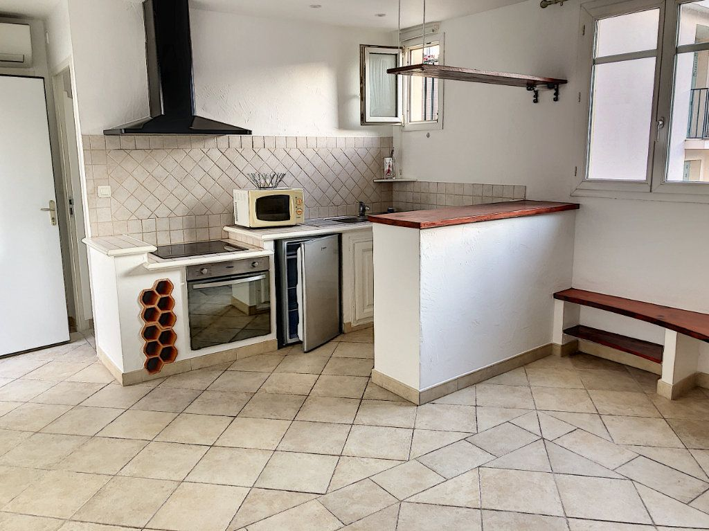 Appartement à louer 1 27m2 à Cagnes-sur-Mer vignette-2
