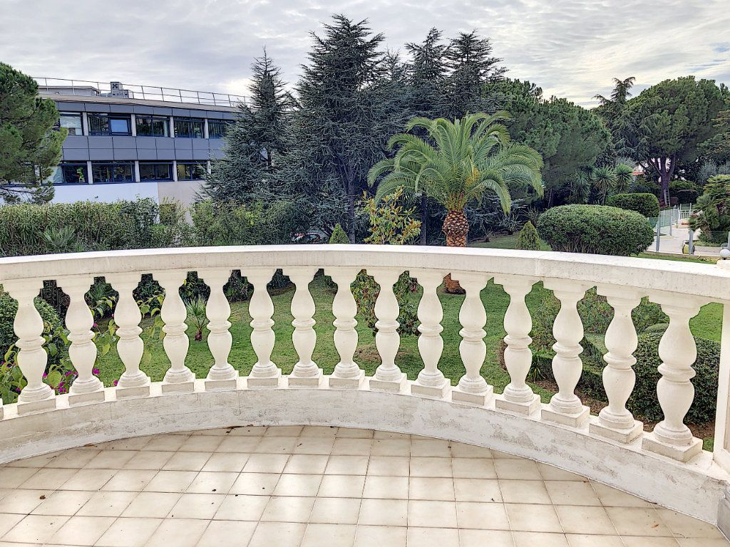Appartement à louer 1 33.99m2 à Cagnes-sur-Mer vignette-1