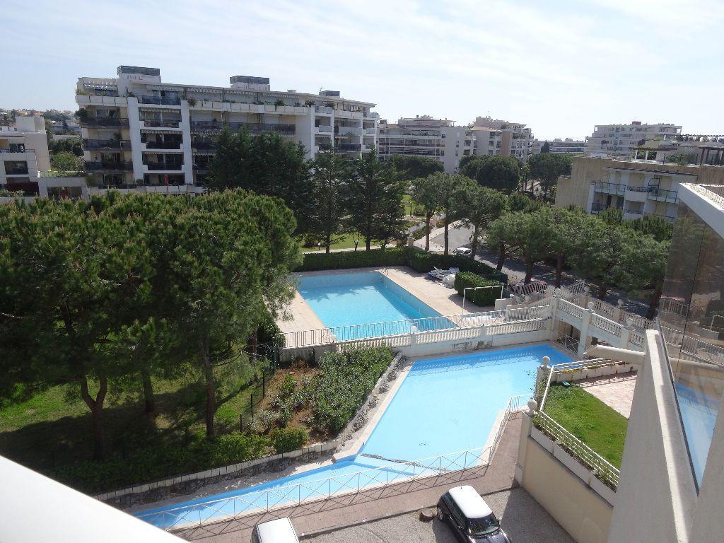 Appartement à louer 1 33.99m2 à Cagnes-sur-Mer vignette-4
