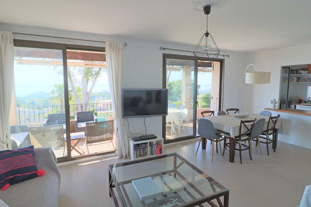 Appartement à louer 4 101.26m2 à Villeneuve-Loubet vignette-2