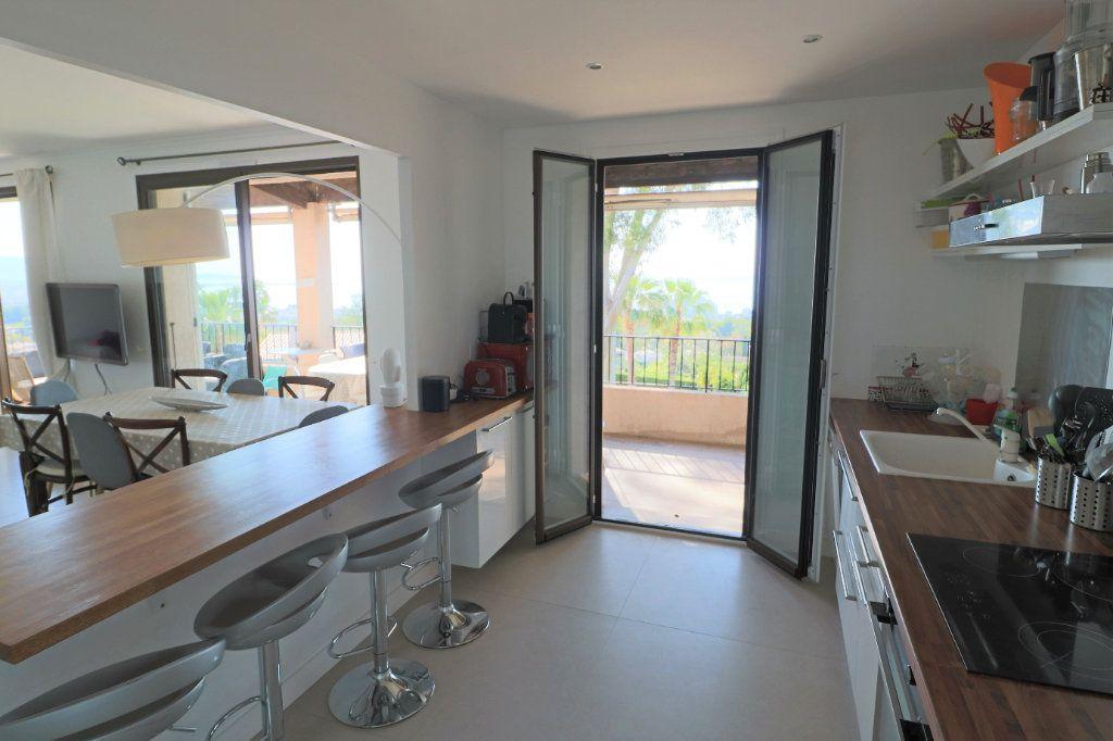 Appartement à louer 4 101.26m2 à Villeneuve-Loubet vignette-4