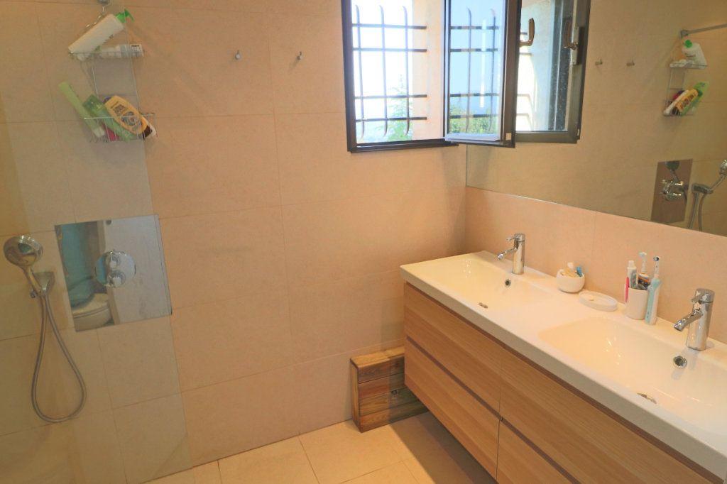 Appartement à louer 4 101.26m2 à Villeneuve-Loubet vignette-6