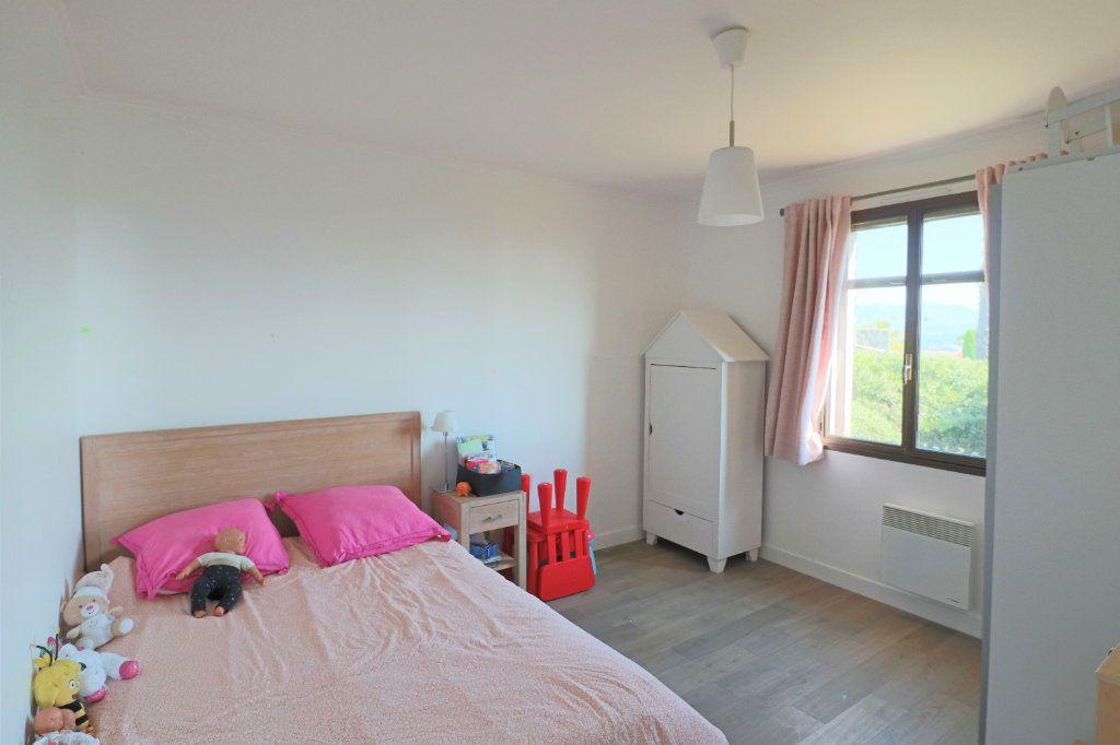 Appartement à louer 4 101.26m2 à Villeneuve-Loubet vignette-8