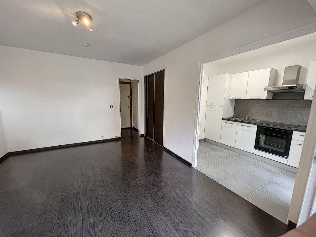 Appartement à louer 1 27.61m2 à Mandelieu-la-Napoule vignette-2