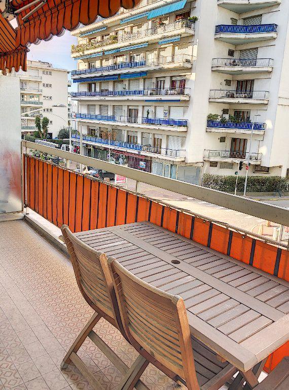 Appartement à louer 1 29.46m2 à Cagnes-sur-Mer vignette-1
