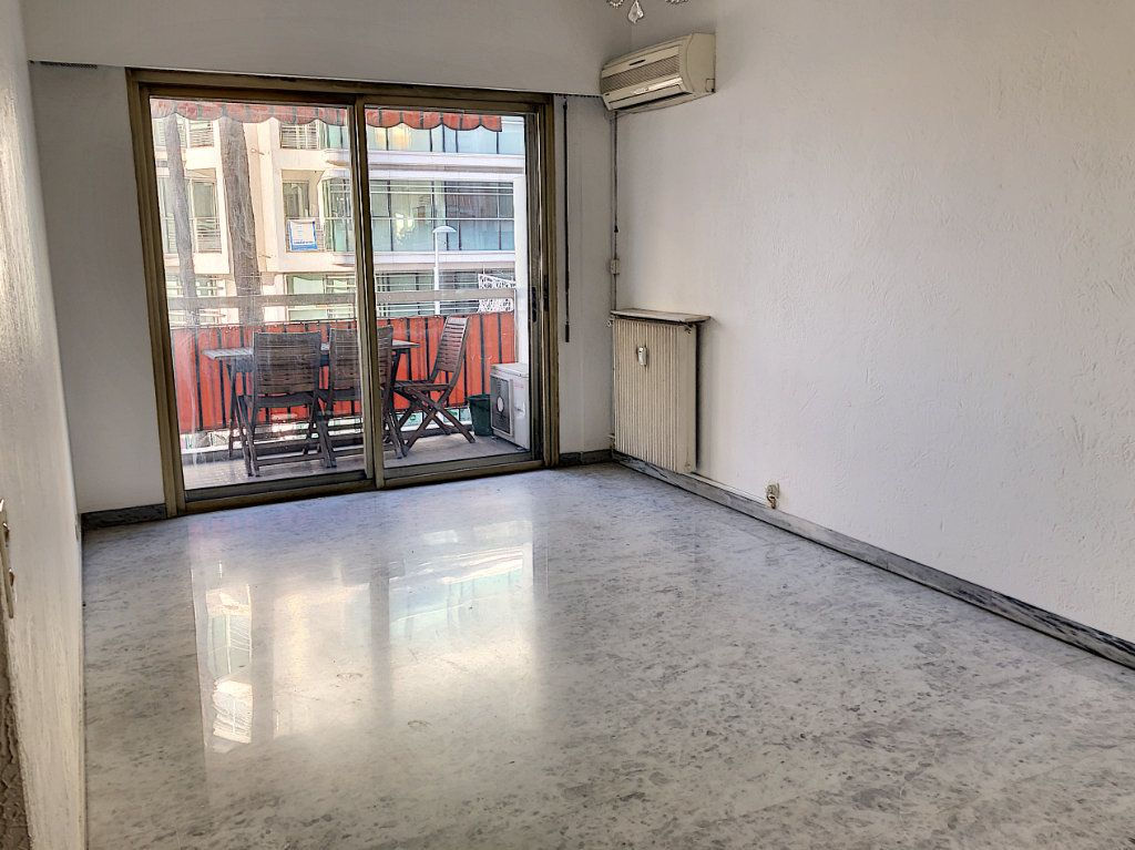 Appartement à louer 1 29.46m2 à Cagnes-sur-Mer vignette-2