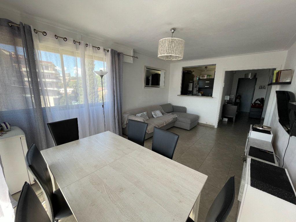 Appartement à vendre 3 71m2 à Cagnes-sur-Mer vignette-2