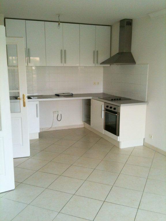 Appartement à louer 2 37.78m2 à Saint-Laurent-du-Var vignette-2