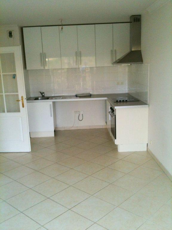 Appartement à louer 2 37.78m2 à Saint-Laurent-du-Var vignette-3