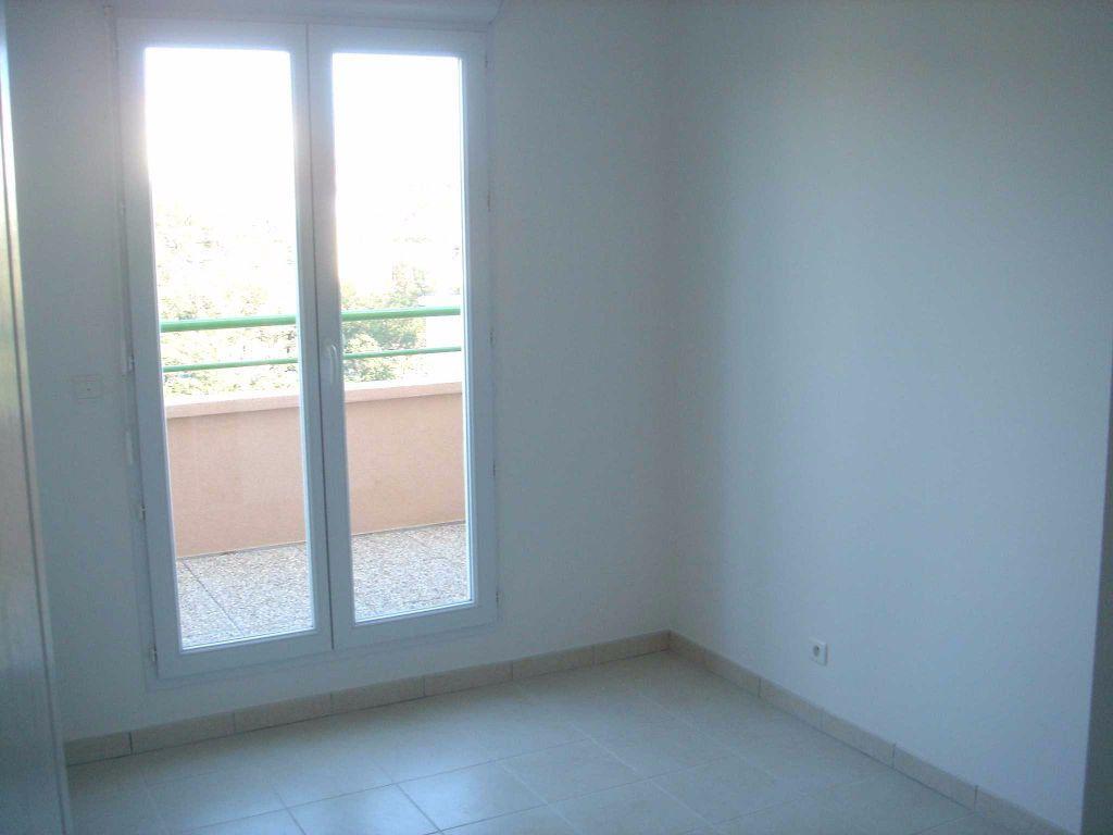Appartement à louer 2 37.78m2 à Saint-Laurent-du-Var vignette-5