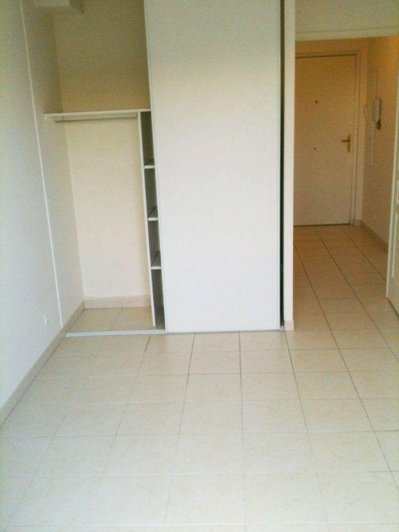 Appartement à louer 2 37.78m2 à Saint-Laurent-du-Var vignette-6