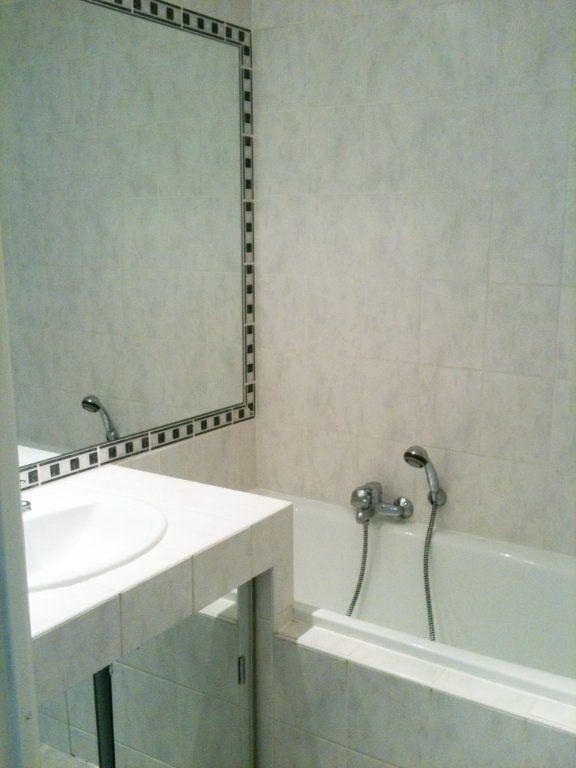 Appartement à louer 2 37.78m2 à Saint-Laurent-du-Var vignette-7