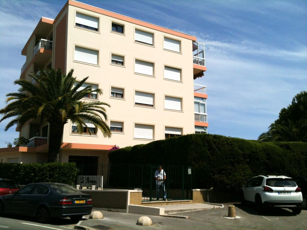 Appartement à louer 3 78.31m2 à Saint-Laurent-du-Var vignette-2
