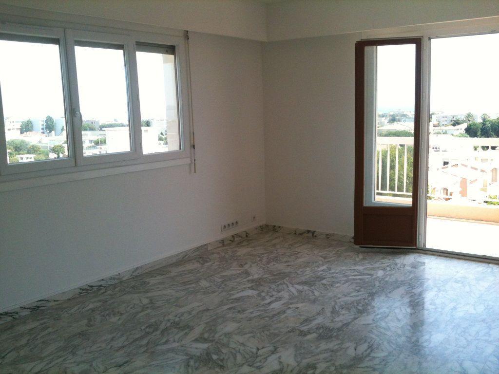 Appartement à louer 3 78.31m2 à Saint-Laurent-du-Var vignette-3