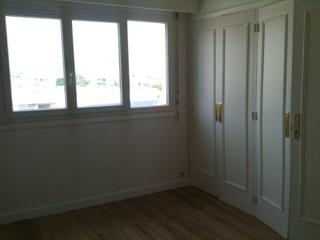 Appartement à louer 3 78.31m2 à Saint-Laurent-du-Var vignette-4