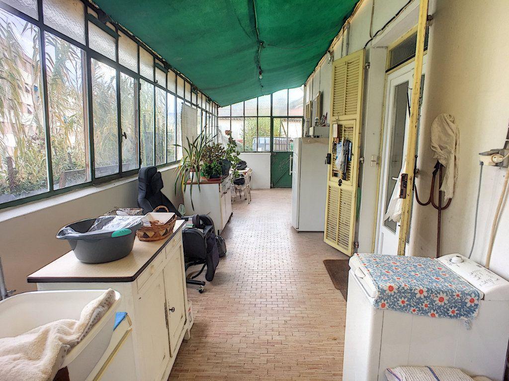 Maison à vendre 7 120m2 à Saint-Laurent-du-Var vignette-2
