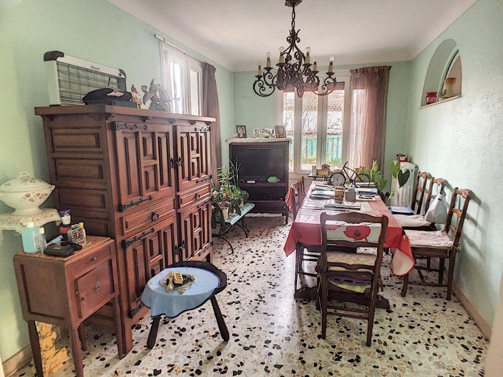 Maison à vendre 7 120m2 à Saint-Laurent-du-Var vignette-3