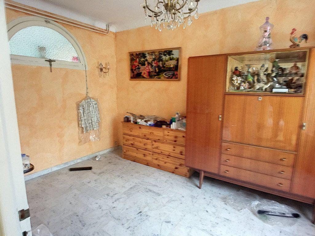 Maison à vendre 7 120m2 à Saint-Laurent-du-Var vignette-6