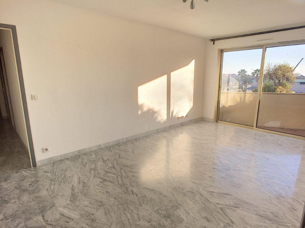 Appartement à vendre 2 52m2 à Cagnes-sur-Mer vignette-1